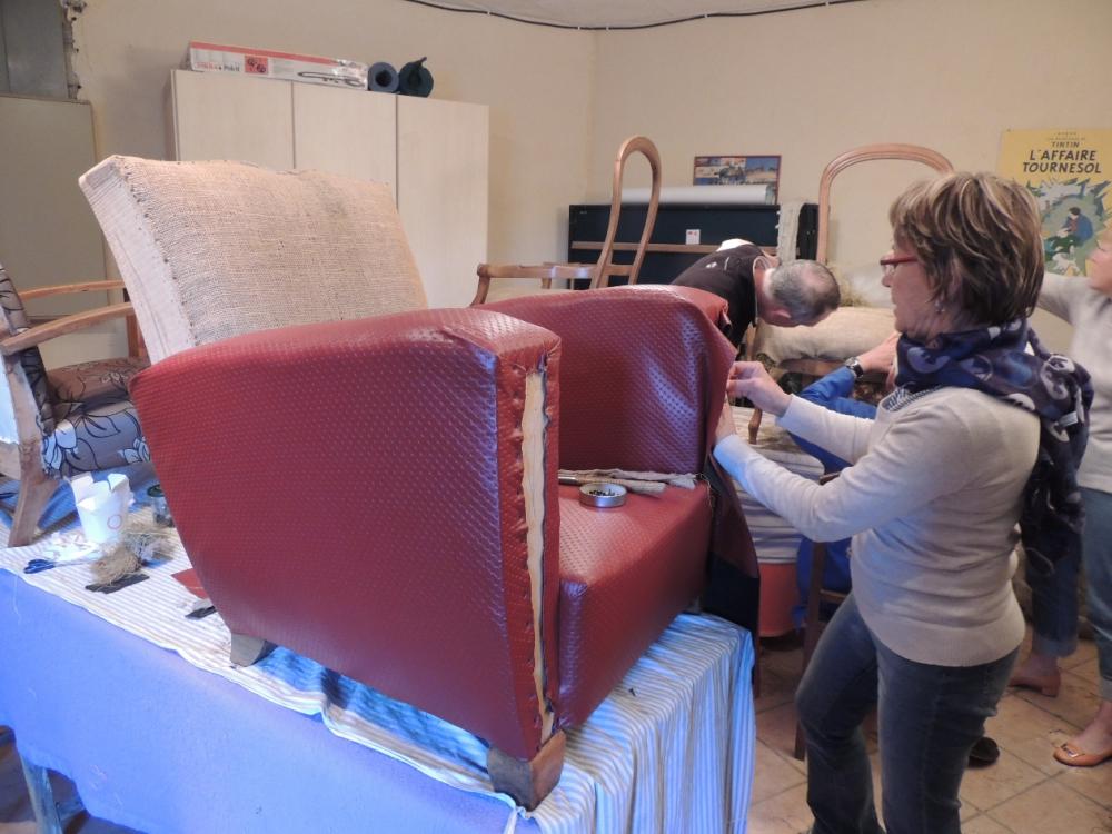 apprendre r nover ses fauteuils dans le luberon. Black Bedroom Furniture Sets. Home Design Ideas
