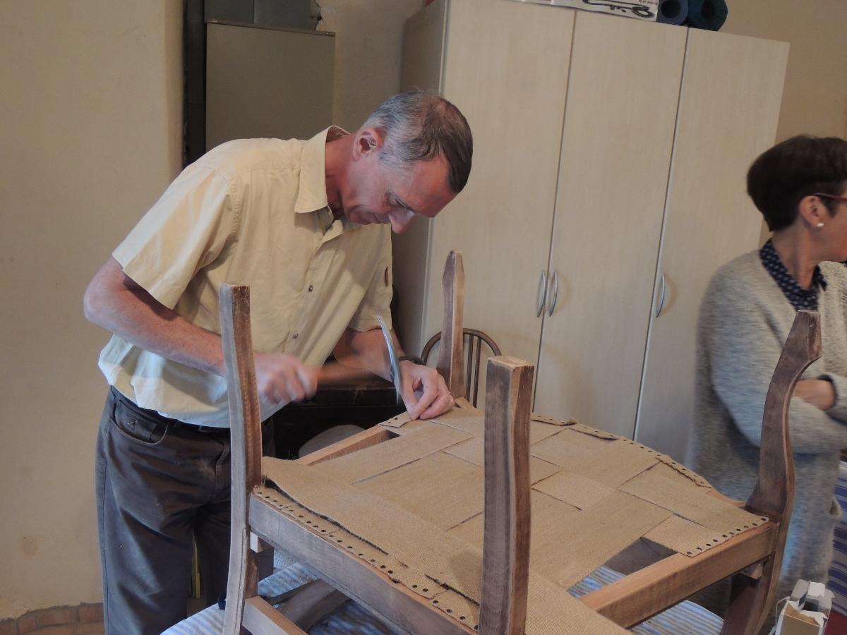 renover un fauteuil comment renover des chaises en bois unique peindre un fauteuil en bois. Black Bedroom Furniture Sets. Home Design Ideas