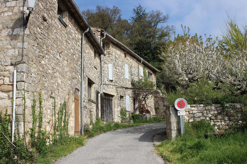 Montjustin Dans Le Luberon   Tourisme Et Vie Locale